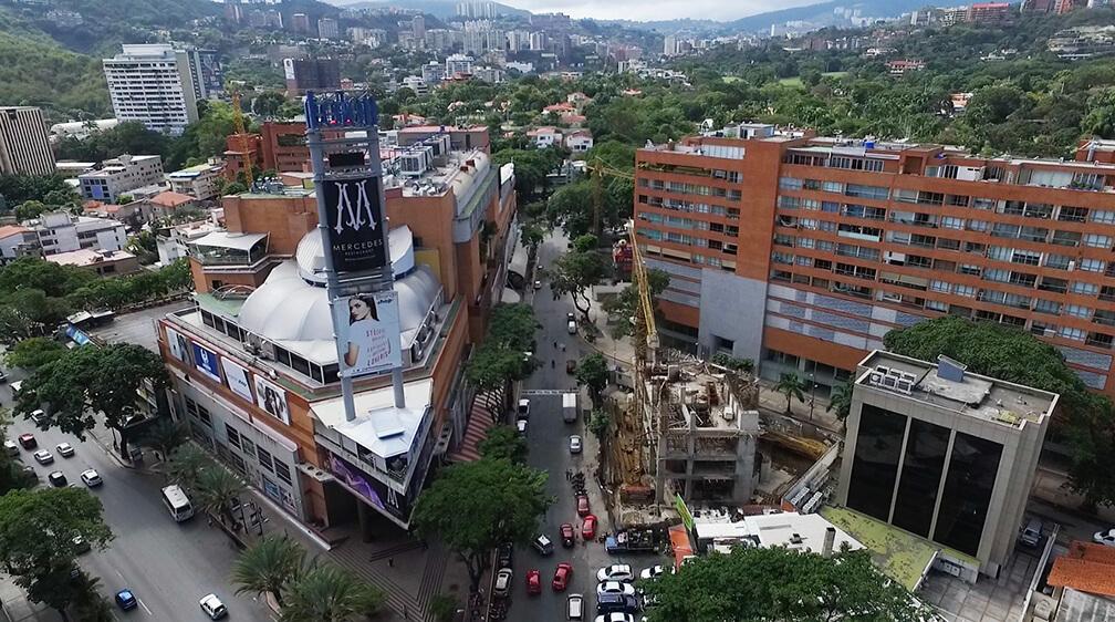 En la urbanización Las Mercedes se ven edificios en construcción y complejos residenciales nuevos