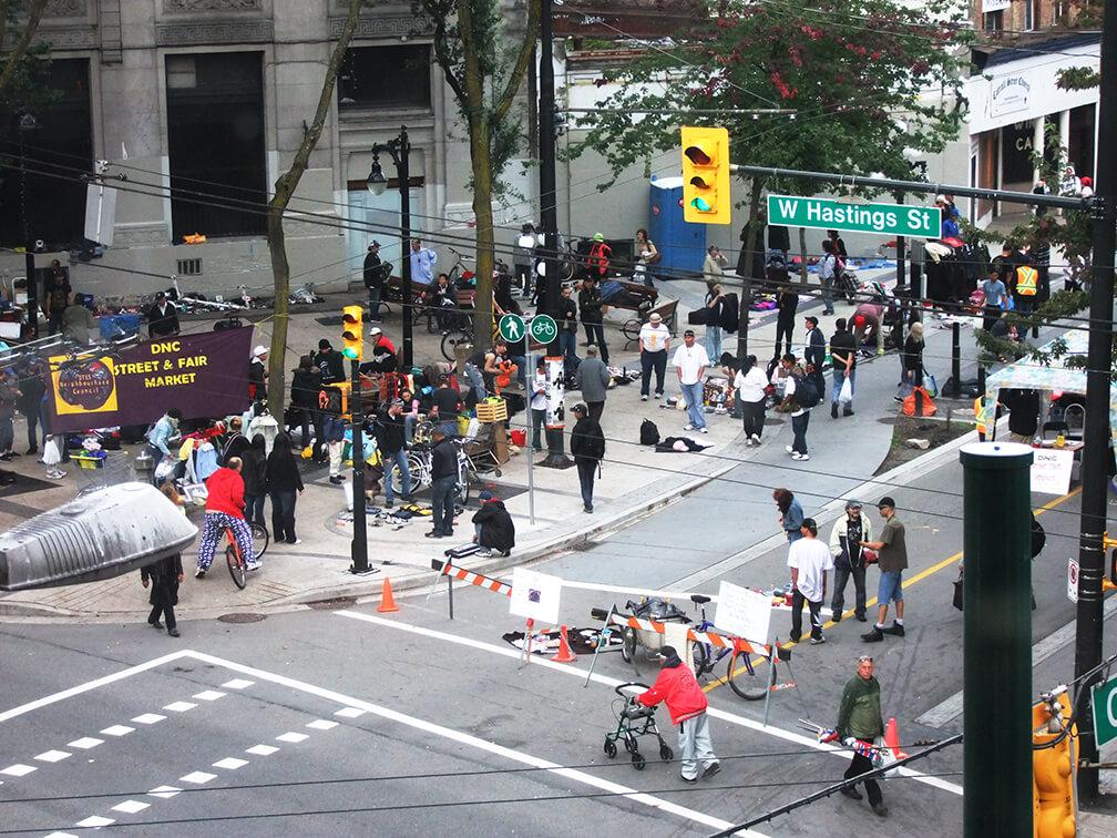 Desde antes del 2010 la calle Hastings concentra una gran cantidad de personas en situación de calle.
