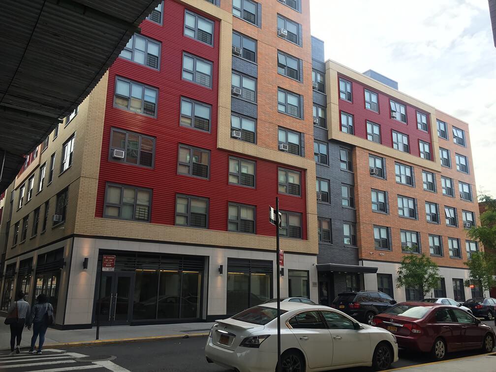 Espacios comerciales vacantes en edificios de vivienda asequibles, localizados en East New York